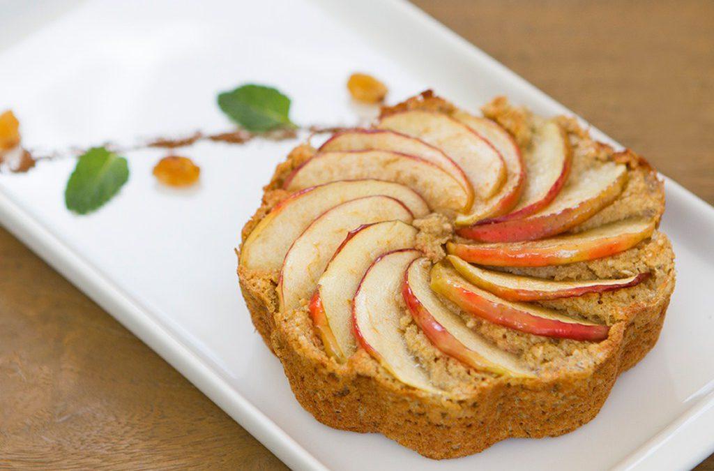 Torta proteica de maçã com canela